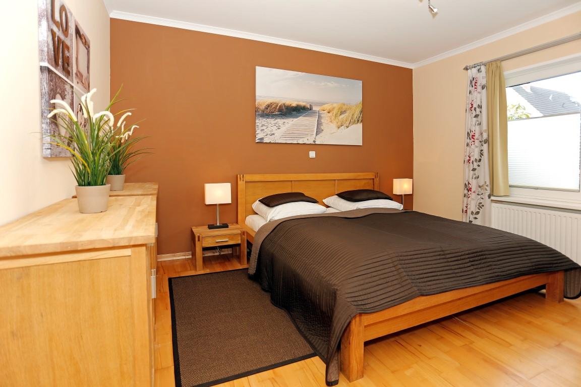 fewo borkum 2 schlafzimmer holz deko wand schlafzimmer wandgestaltung mit farbe muster ikea. Black Bedroom Furniture Sets. Home Design Ideas
